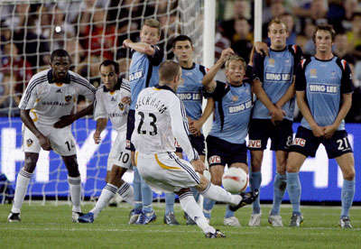 david-beckham-goal-sydneyfc